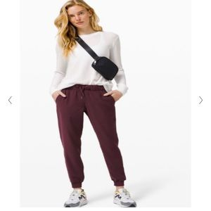 Lululemon Womens On the Fly Jogger Size 12 New